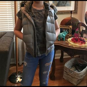 XS - Girls NORTH FACE Grey VEST / with Fur Hood
